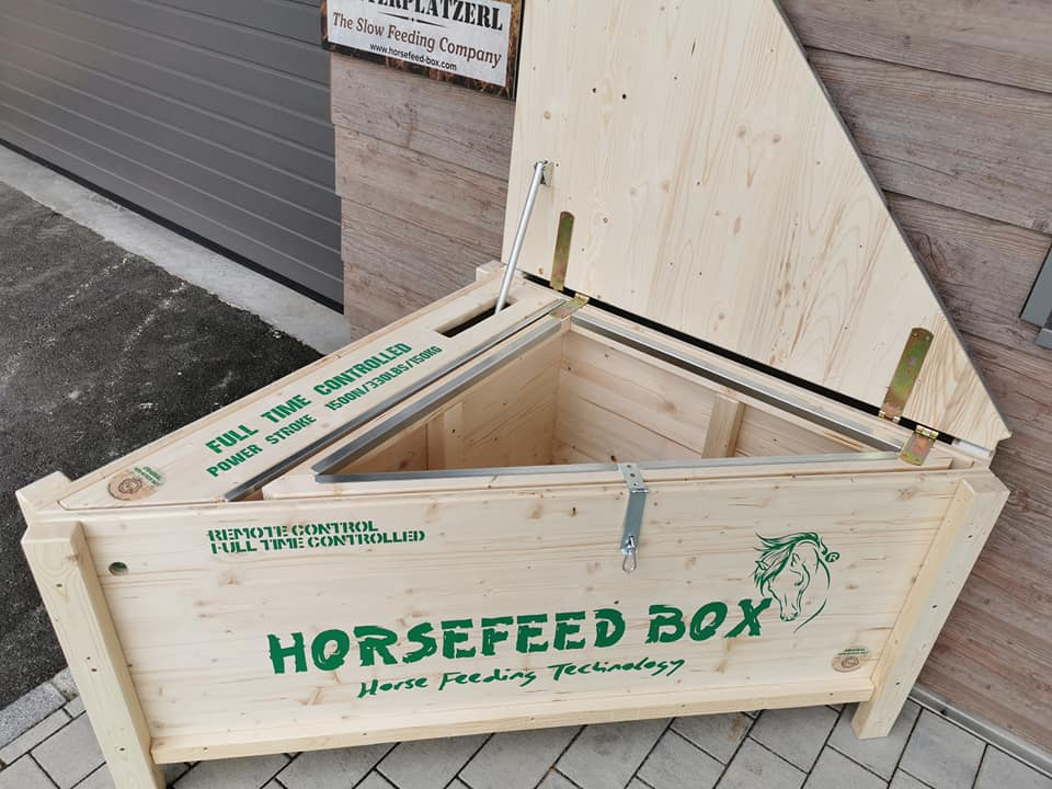 HORSEFEED BOX® CLASSIC FULL TIME CONTROLLED CORNER HIGH